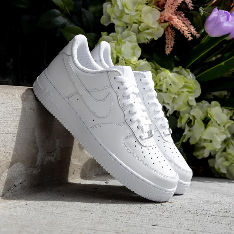 Cop a crisp and clean pair of Air Force 1s to complete any fit.