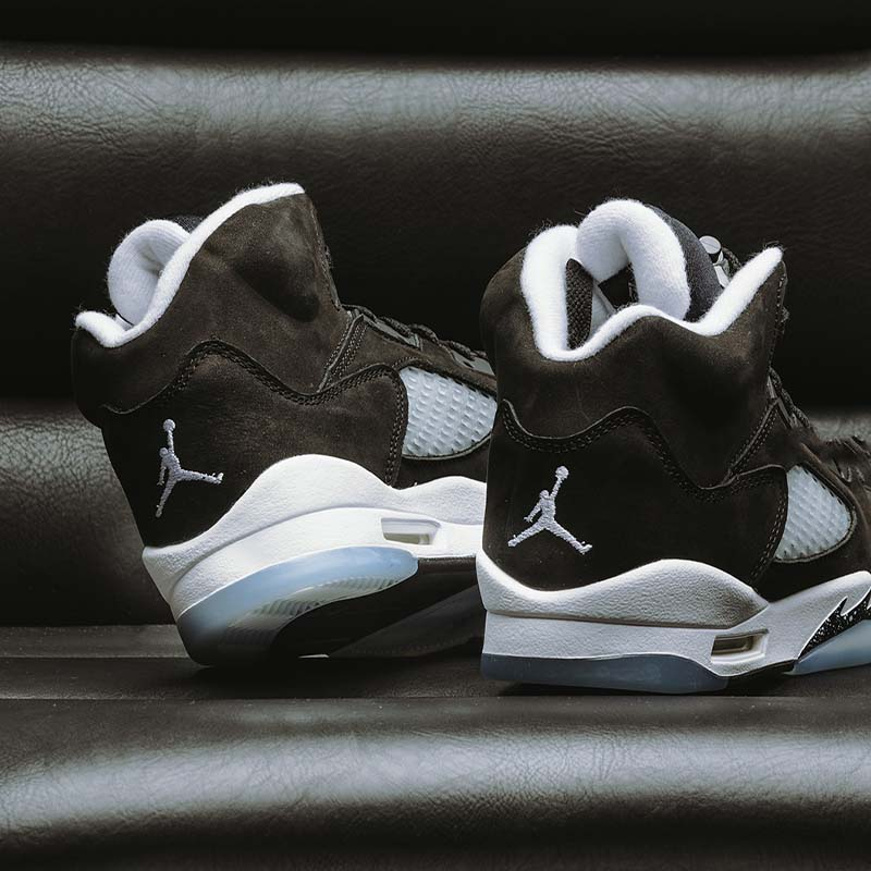 Have your shoe game looking classic in this nighttime sky inspired Retro 5.SHOP JORDAN RETRO 5