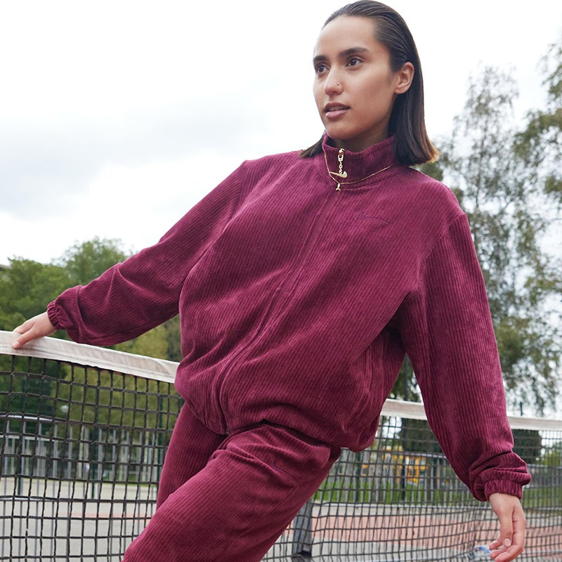 Nike Gel Essentials – Women Track Tops