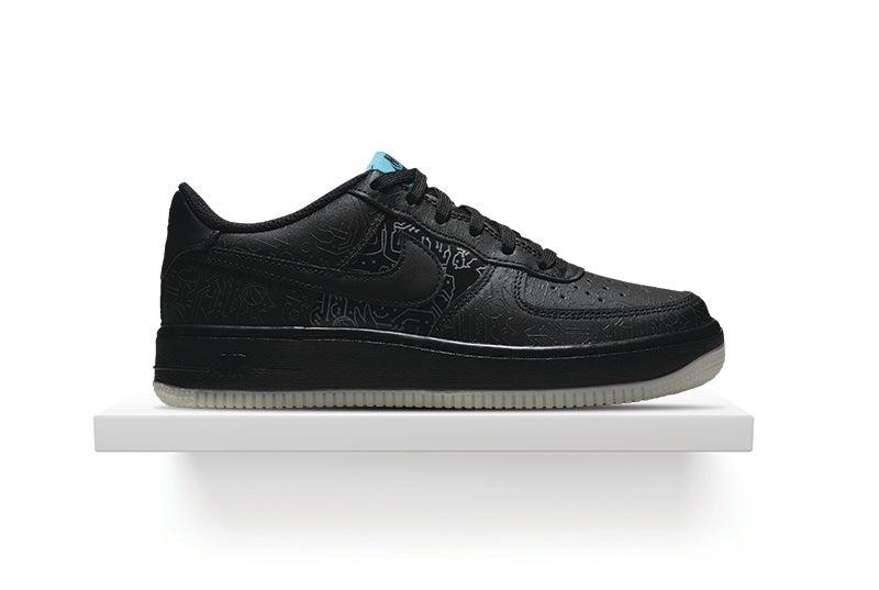 Shop Nike Air Force 1 '06
