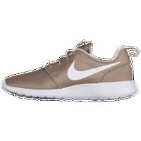 separation shoes 92bce 18ff6 Nike Roshe | Foot Locker